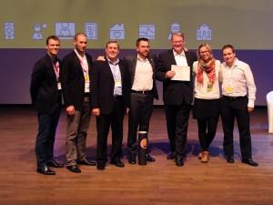 Die Vertreter des «Relaxed Care»-Konsortiums bei der Preisübergabe in Gent(von links): Emanuel Sandner (AIT) ; Jonathan Steinhart (AIT) ; Antonio Remartinez (Ibernex SA) ; Martin Morandell (AIT, Projektleiter); Martin Biallas (iHomeLab) ; Cornelia Huis (50plus GmbH) ; Martin Wüthrich (iHomeLab)