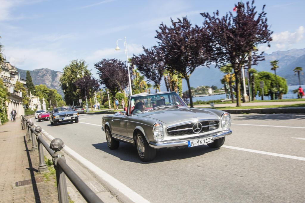 """An vier Tagen die Region des Lago Maggiore am Steuer eines klassischen Mercedes Roadster erkunden. Vorne ein SL """"Pagode W113"""" von 1963, dahinter ein SL """"R107"""", der in diesem Jahr 50 Jahre alt wird"""