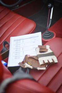 Wichtiges Erlebnis-Instrument ist das Roadbook, Abzweigung für Abzweigung über die Strecke führt.