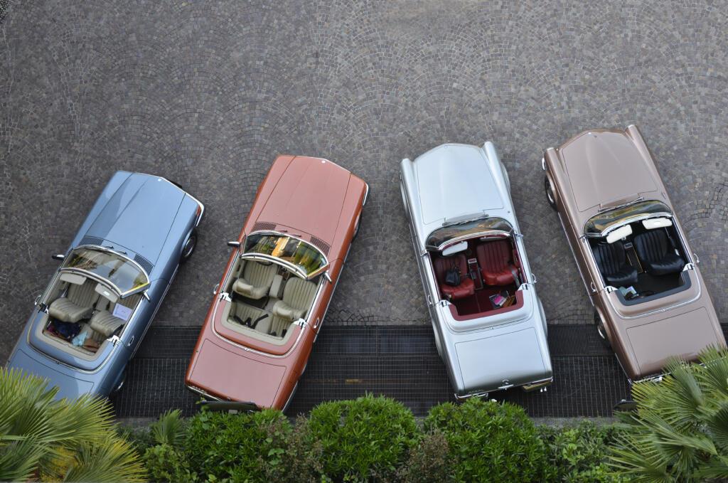 Bereit für die Fahrt – vier der knapp 20 Mercedes-Benz SL der Oldtimer-Flotte von Nostalgic.